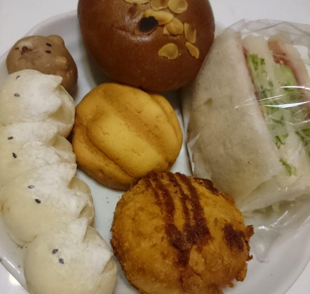 宝塚山本人気のパン屋さん、ベーカリーハナ (Bakery hana)