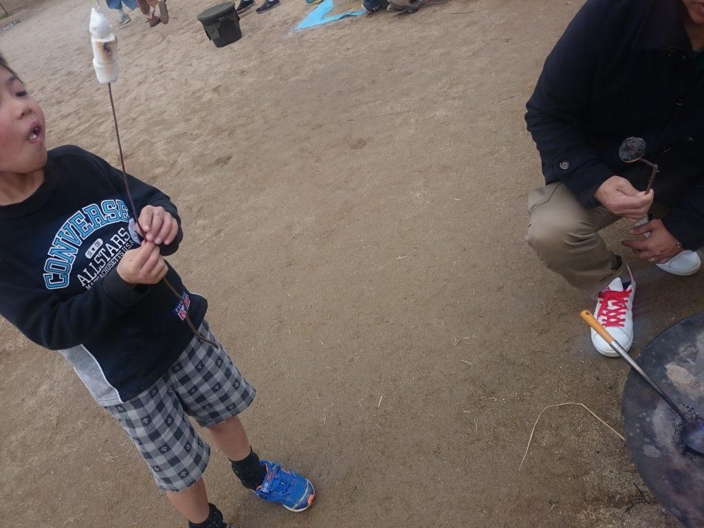 キャンプ初心者が楽しめる焼きマシュマロ