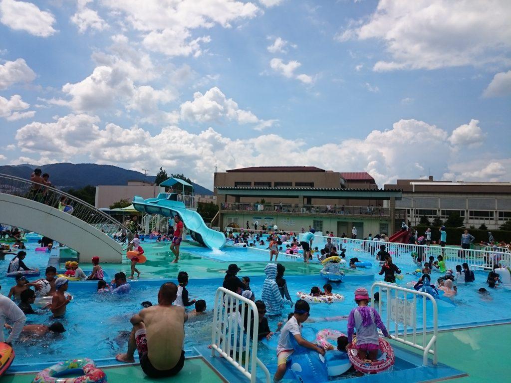 流れるプールに無料スライダー!宝塚市民プール