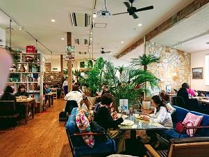 宝塚 アロハカフェパイナップル ALOHA CAFE Pineapple 店内写真