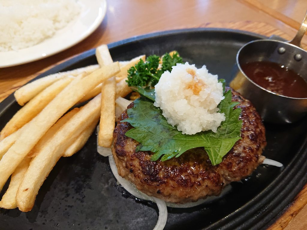 車 宝塚 ランチ 夕食 ロイヤルホスト宝塚店