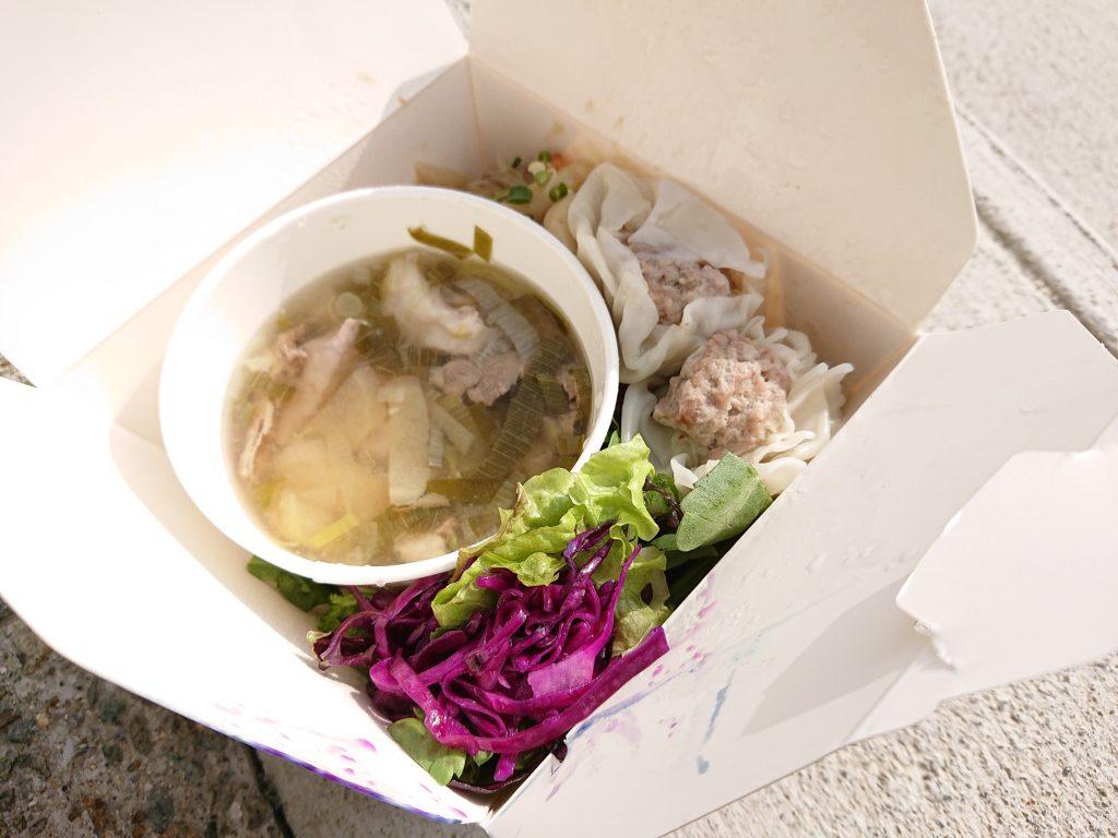 モンゴルシュウマイ「ボーズ」 羊のスープ「シュウパウロウ」、焼うどん「ツォイワン」