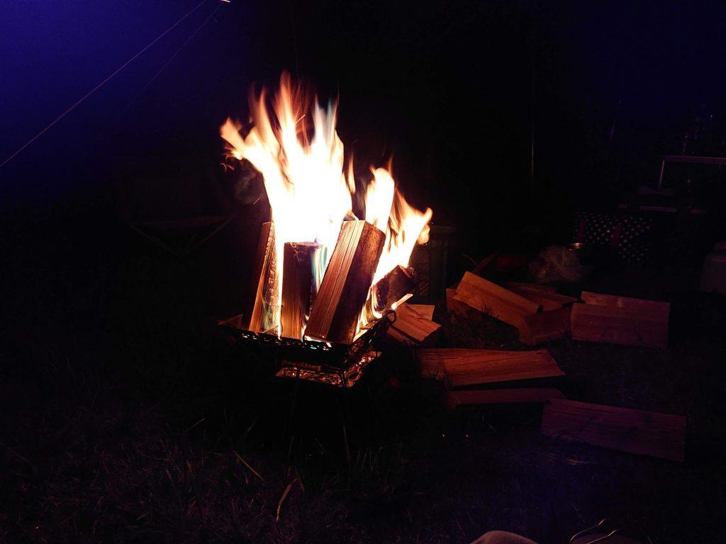 Magic Fire (マジックファイヤー)。 七色の焚き火。子どもが喜ぶお勧めネタ