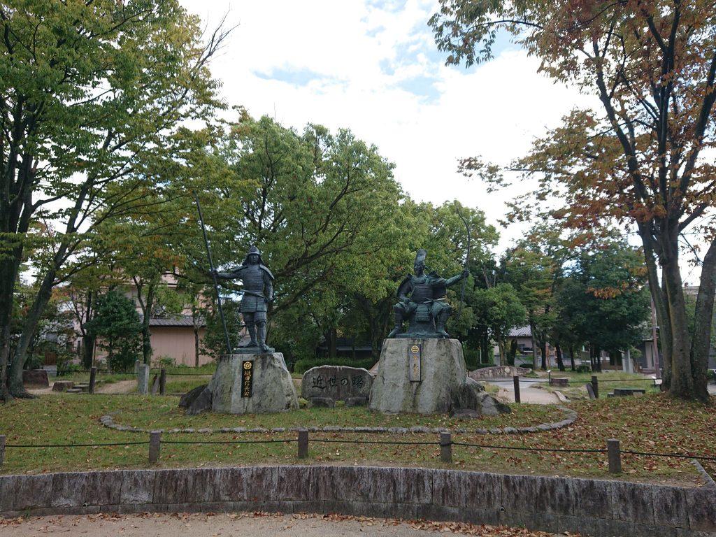 桶狭間古戦場公園  織田信長、今川義元の銅像 今川義元の墓碑